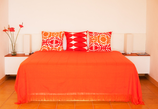 bedroom_design_orange.jpg