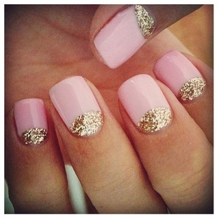 pale-pink-nails-with-glitter.jpg